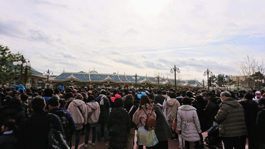 東京ディズニーランド 入園前の行列